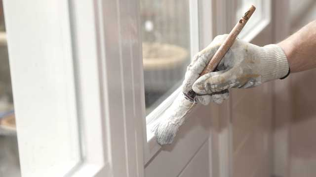 Klus hulp voor huis en bedrijf - Het schilderen van kozijnen, deuren en muren