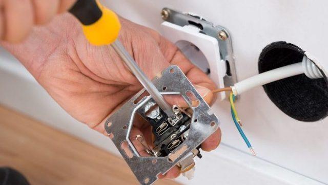Klus hulp voor huis en bedrijf - Het plaatsen van stopcontacten en elektrische leidingen